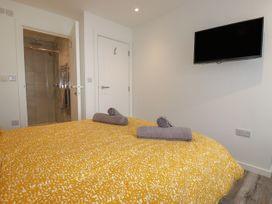 Beachview Apartment 3 - Cornwall - 1066468 - thumbnail photo 10