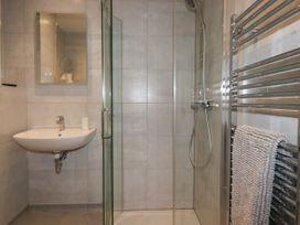 Beachview Apartment 3 - Cornwall - 1066468 - thumbnail photo 11