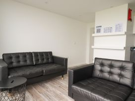 Beachview Apartment 4 - Cornwall - 1066470 - thumbnail photo 4