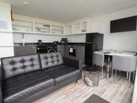 Beachview Apartment 4 - Cornwall - 1066470 - thumbnail photo 5