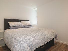 Beachview Apartment 4 - Cornwall - 1066470 - thumbnail photo 7