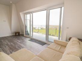 Beach View Apartment 5 - Cornwall - 1066471 - thumbnail photo 3