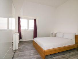 Beach View Apartment 5 - Cornwall - 1066471 - thumbnail photo 9