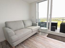 Beachview Apartment 5 - Cornwall - 1066471 - thumbnail photo 3