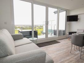 Beachview Apartment 5 - Cornwall - 1066471 - thumbnail photo 4