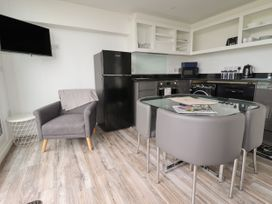 Beachview Apartment 5 - Cornwall - 1066471 - thumbnail photo 5