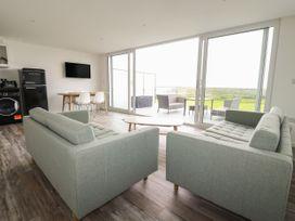 Beachview Apartment 6 - Cornwall - 1066472 - thumbnail photo 3