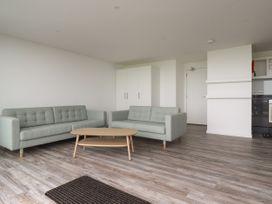 Beachview Apartment 6 - Cornwall - 1066472 - thumbnail photo 4