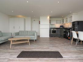 Beachview Apartment 6 - Cornwall - 1066472 - thumbnail photo 5