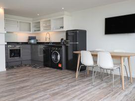 Beachview Apartment 6 - Cornwall - 1066472 - thumbnail photo 6