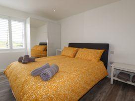 Beachview Apartment 6 - Cornwall - 1066472 - thumbnail photo 8