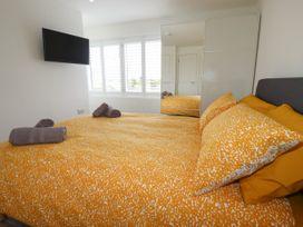 Beachview Apartment 6 - Cornwall - 1066472 - thumbnail photo 9