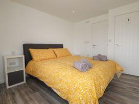 Beachview Apartment 6 - Cornwall - 1066472 - thumbnail photo 10