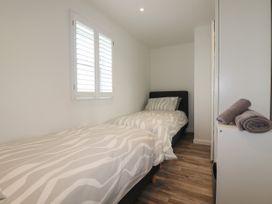 Beachview Apartment 6 - Cornwall - 1066472 - thumbnail photo 12