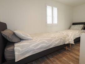 Beachview Apartment 6 - Cornwall - 1066472 - thumbnail photo 13