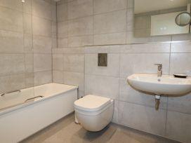 Beachview Apartment 6 - Cornwall - 1066472 - thumbnail photo 14
