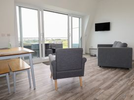 Beachview Apartment 7 - Cornwall - 1066473 - thumbnail photo 6
