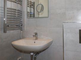 Beachview Apartment 7 - Cornwall - 1066473 - thumbnail photo 12