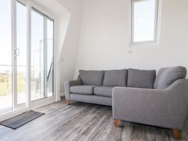 Beach View Apartment 9 - Cornwall - 1066476 - thumbnail photo 4