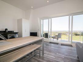 Beach View Apartment 9 - Cornwall - 1066476 - thumbnail photo 8
