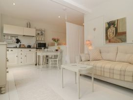 Baytree Studio Apartment - Somerset & Wiltshire - 1067012 - thumbnail photo 7