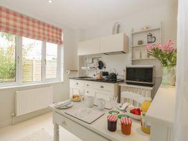 Baytree Studio Apartment - Somerset & Wiltshire - 1067012 - thumbnail photo 17