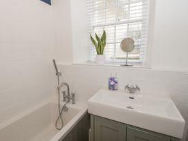 1 Tyn Y Caeau Apartment - North Wales - 1067311 - thumbnail photo 17