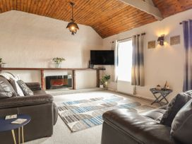 Sea View Apartment at The Colliers Arms, Pwll - South Wales - 1067433 - thumbnail photo 2