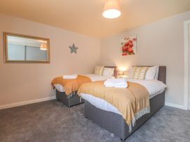Sea View Apartment at The Colliers Arms, Pwll - South Wales - 1067433 - thumbnail photo 12