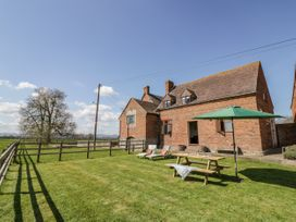 Manor Farm Cottage - Cotswolds - 1067694 - thumbnail photo 1