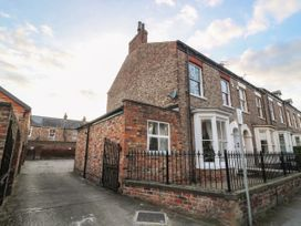 Flat 1 - Whitby & North Yorkshire - 1067871 - thumbnail photo 2