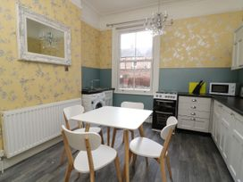 Flat 1 - Whitby & North Yorkshire - 1067871 - thumbnail photo 8