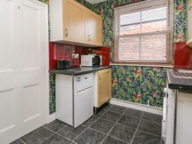 Flat 2 - Whitby & North Yorkshire - 1067985 - thumbnail photo 7