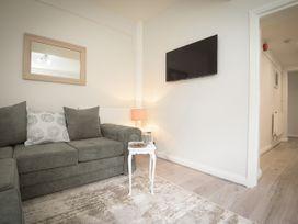 Basement Apartment - Cotswolds - 1067986 - thumbnail photo 4