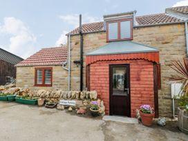 Farm Yard Cottage - Whitby & North Yorkshire - 1068228 - thumbnail photo 1