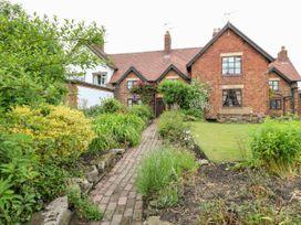 Hobson's Cottage 10 Main Street - Peak District - 1068649 - thumbnail photo 2