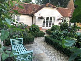 Oast Cottage - Kent & Sussex - 1068731 - thumbnail photo 1