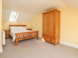 The Granary, Burton Bradstock - Dorset - 1069147 - thumbnail photo 15