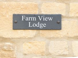 Farm View Lodge - Cotswolds - 1069818 - thumbnail photo 18