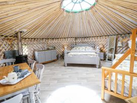 Silver Birch @ Spire View Yurts - Peak District - 1069881 - thumbnail photo 7