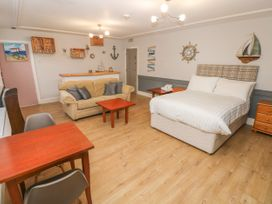 Studio Apartment - South Wales - 1070402 - thumbnail photo 4