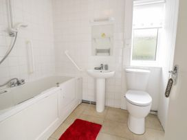 Beachmount Holiday Bungalow - North Wales - 1070893 - thumbnail photo 14