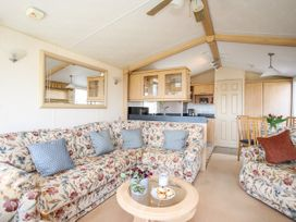 Bryn Hyfryd Caravan - Anglesey - 1070894 - thumbnail photo 5