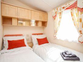 Bryn Hyfryd Caravan - Anglesey - 1070894 - thumbnail photo 9