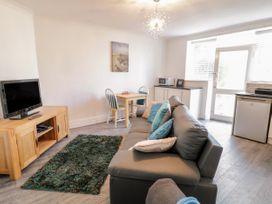 Garden Apartment No1 - North Wales - 1070895 - thumbnail photo 4