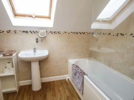 16 Cefn Cwmwd Cottages - Anglesey - 1070900 - thumbnail photo 17