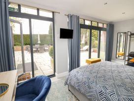 The Pool House - Cotswolds - 1070901 - thumbnail photo 12