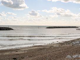 5 Sea Way - Kent & Sussex - 1071182 - thumbnail photo 35