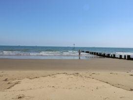 White Sand - Isle of Wight & Hampshire - 1071511 - thumbnail photo 28