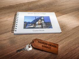 Silver Birch Lodge - Peak District - 1073126 - thumbnail photo 18